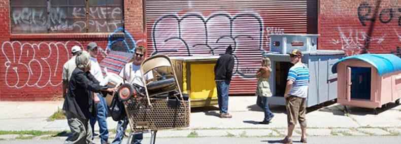 Kölner verschenkt Wohnboxen an Obdachlose